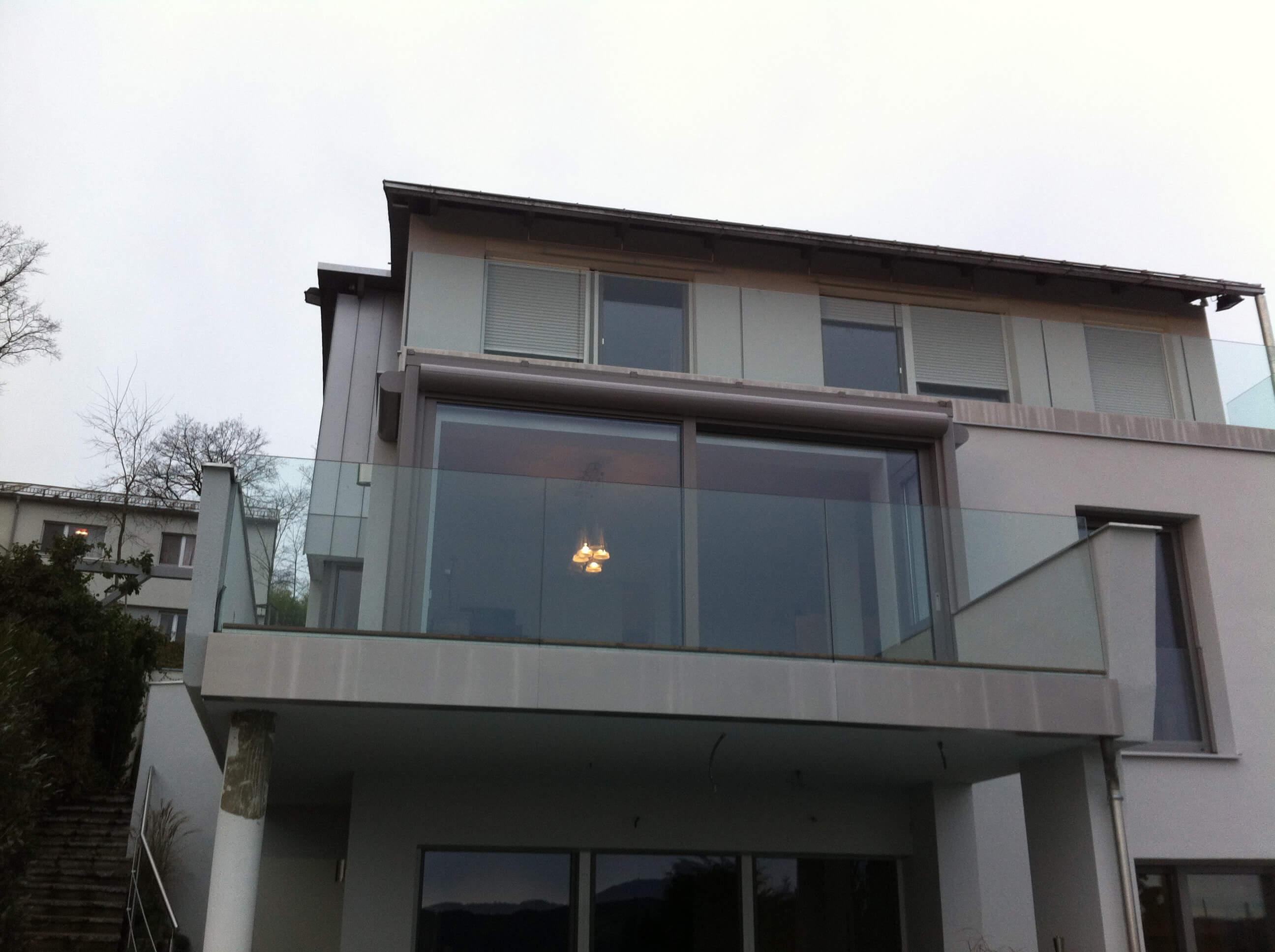 Wintergarten Balkonverglasung mit Außenbeschattung