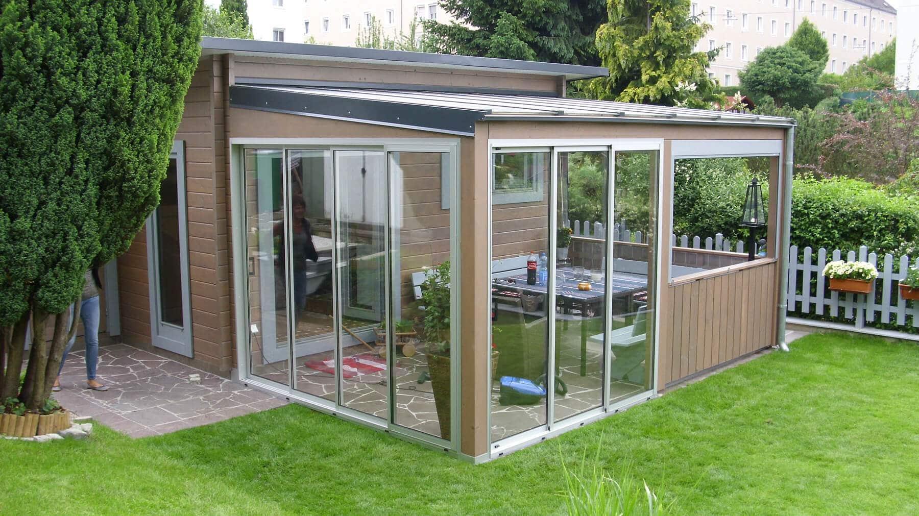 Moderne terrassenverglasung mit windschutz sunflex sf 20 - Gartenhaus mit fenster ...