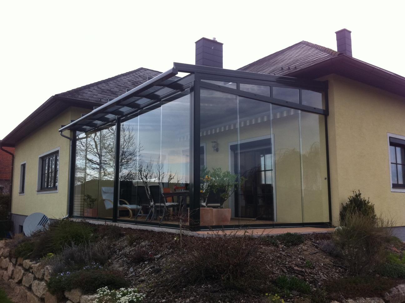 Wintergarten mit Aluminium-Profil-Systeme und Glasschiebetüren