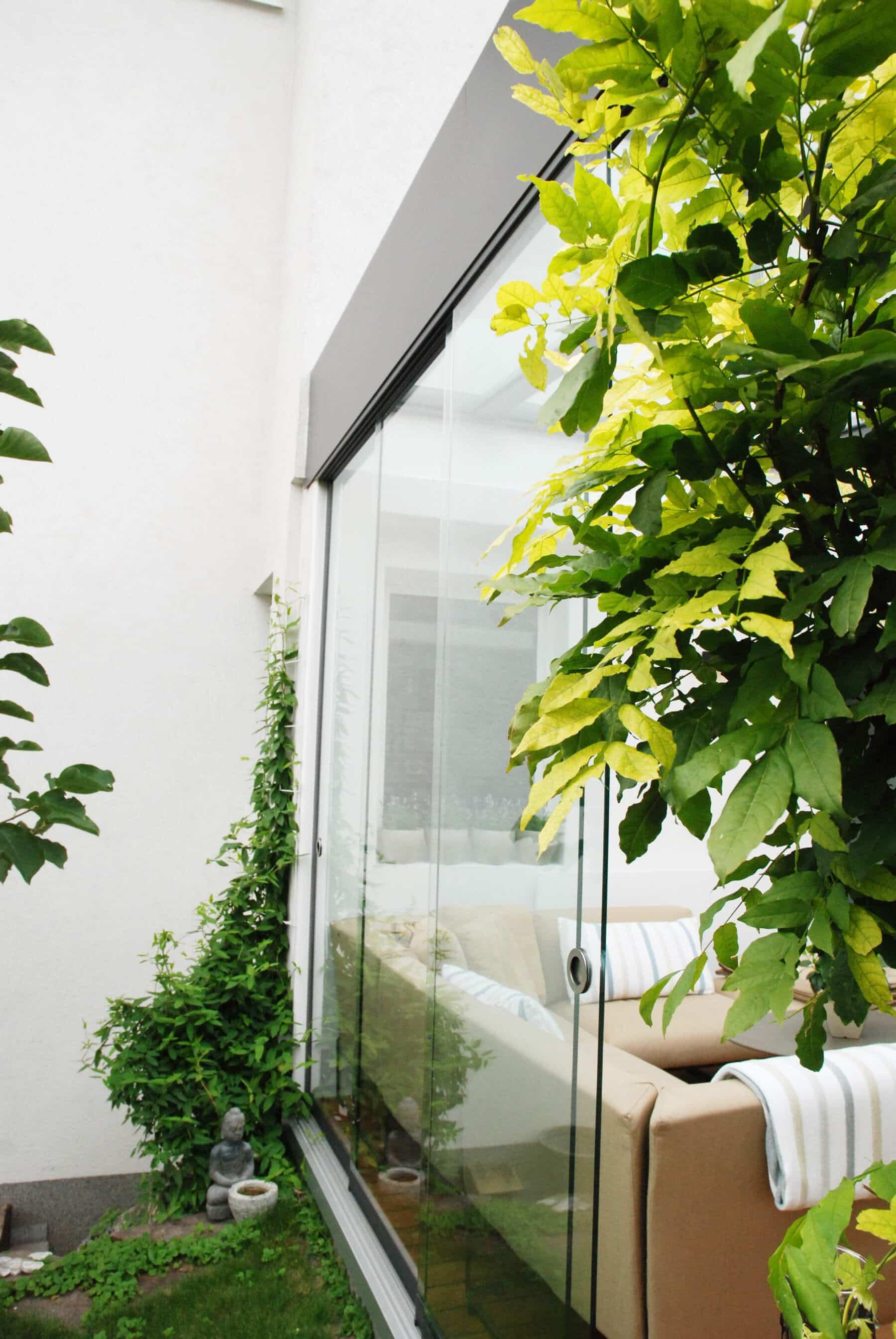 Wintergarten mit Glasschiebetüren