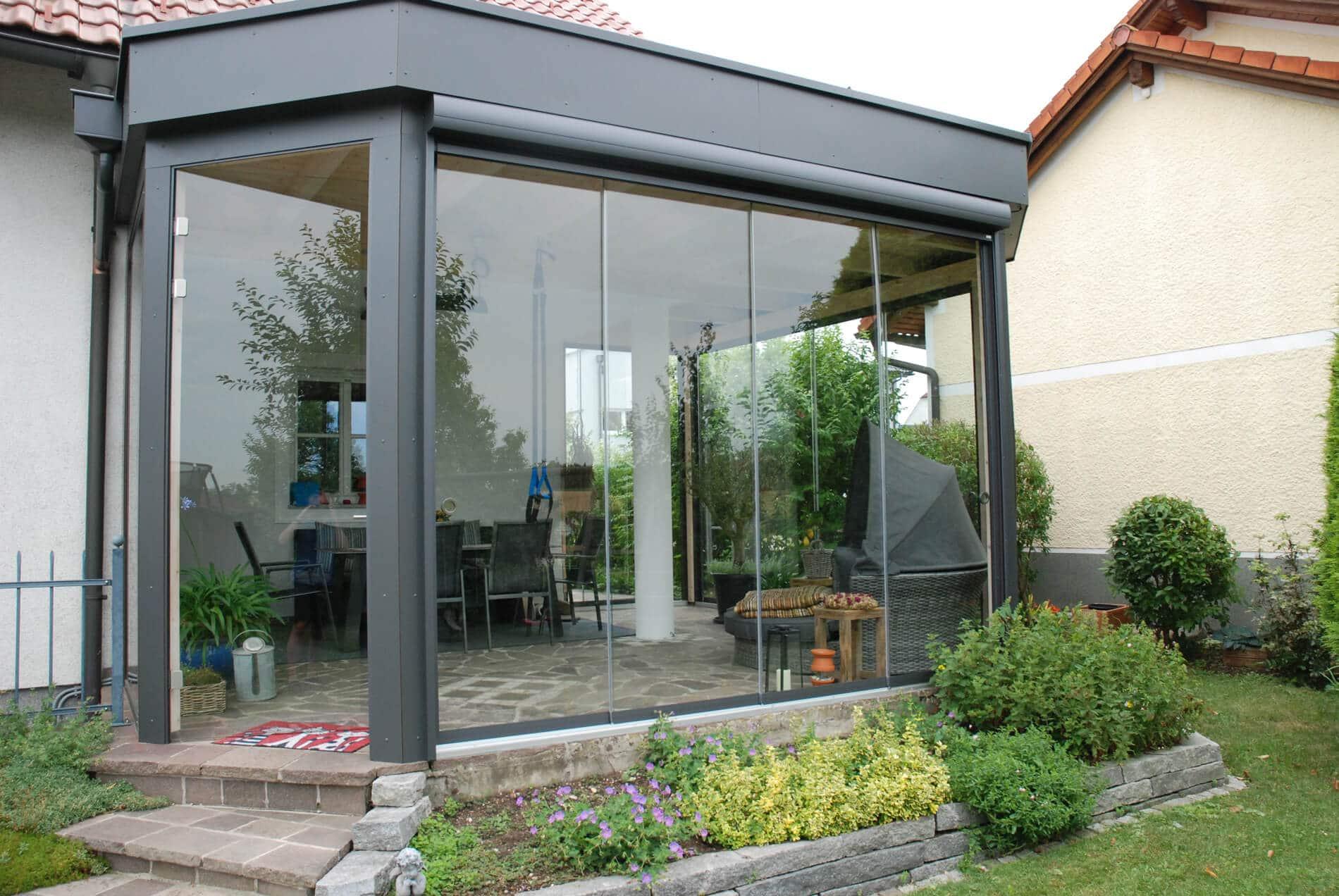 Wintergarten mit Sunflex Glasschiebewänden SF 20