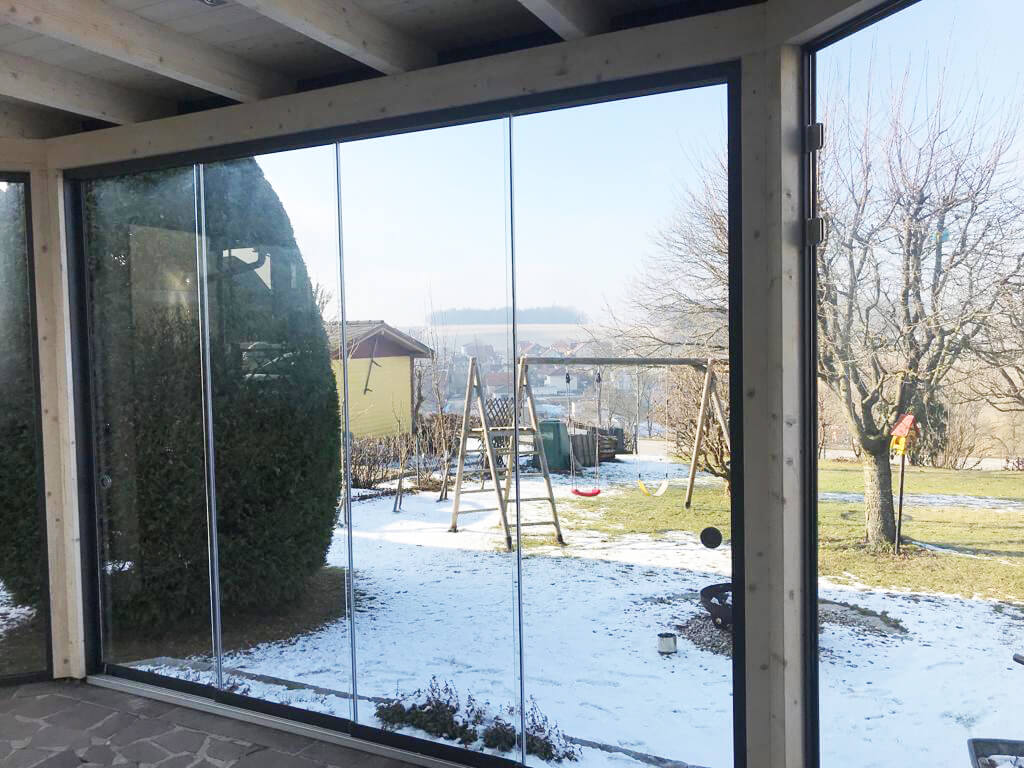 Wintergarten modern mit Schiebetüren