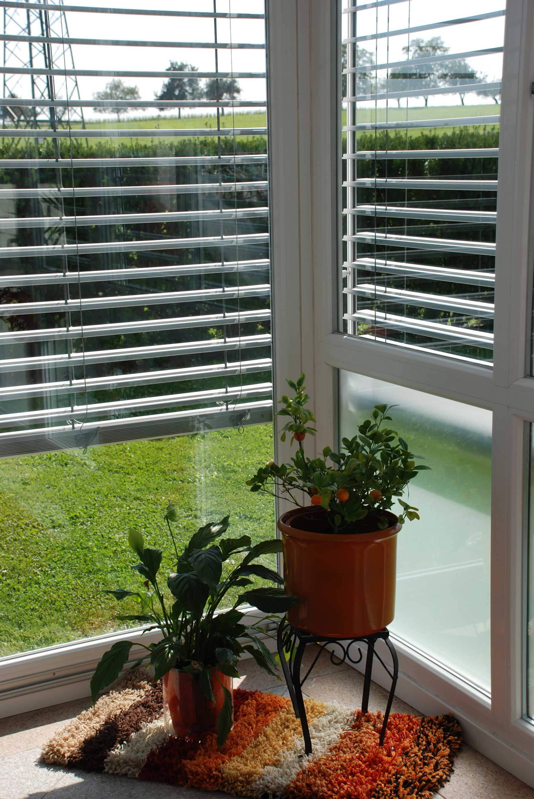 Wintergarten mit Raffstore als Sichtschutz & Sonnenschutz