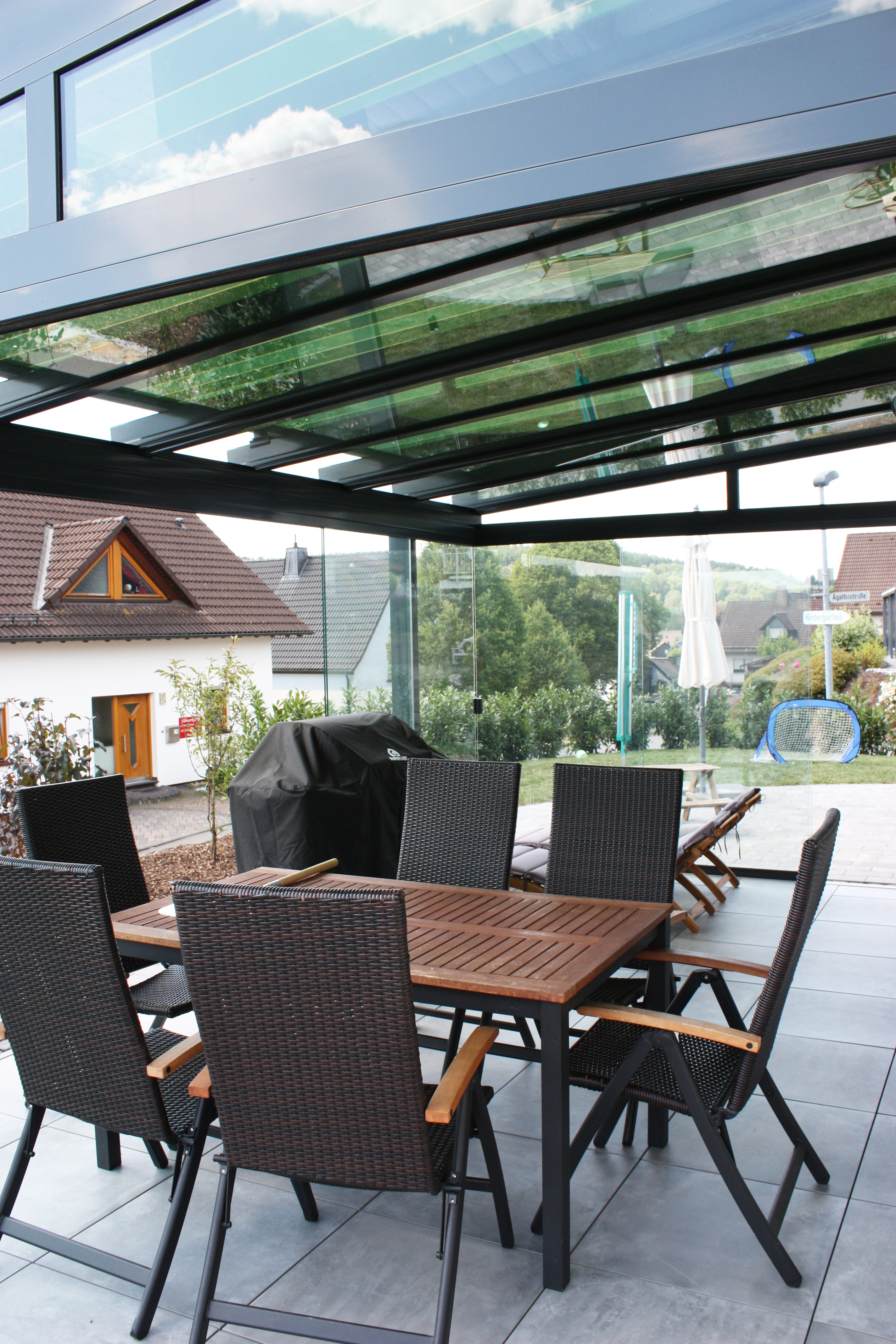 Wintergarten Überdachung mit Seitenwänden aus Glas